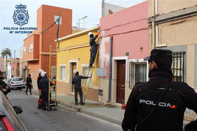 Tres detenidos en una operación que acaba con 114 enganches ilegales en Almería